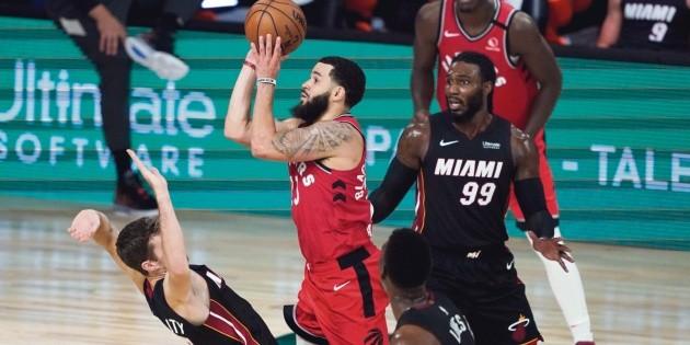 Los Raptors, con paso de campeón