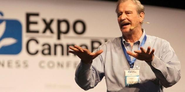 Vicente Fox pide que maestros den clases virtuales