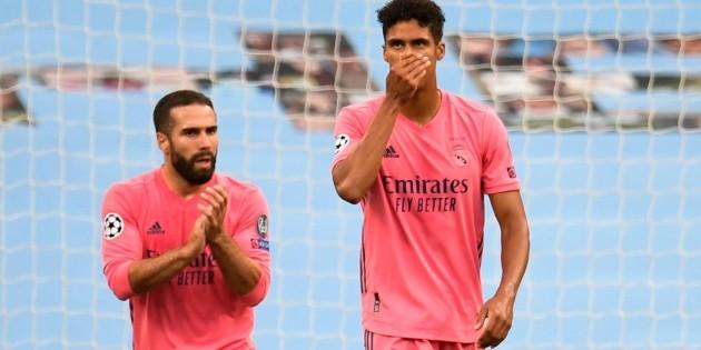 Varane autodestruye al Real Madrid y el Manchester City avanza en Champions