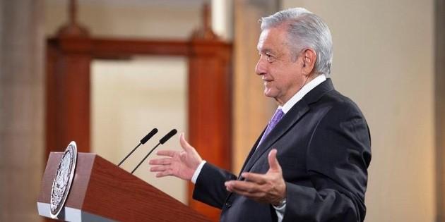 Con cubrebocas, López Obrador y Gutiérrez Müller regresan a CDMX