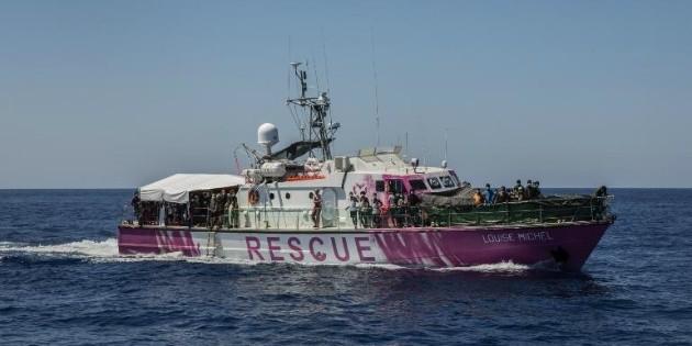 Al menos un muerto en barco humanitario de Banksy