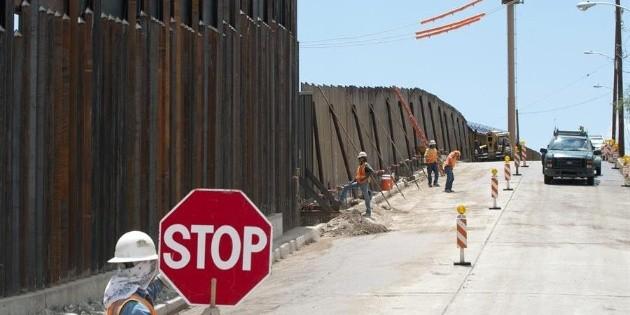 Tramos privados del muro de Trump, en peligro de derrumbarse