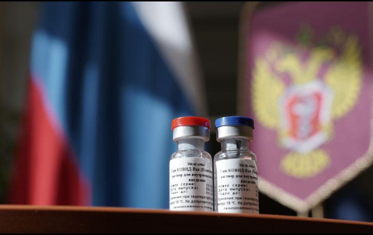 En agosto, el gobierno ruso registró oficialmente la primera vacuna contra el coronavirus, misma que se administraría a grupos de riesgo. AFP / ARCHIVO