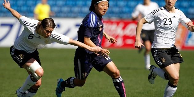 Futbolista japonesa ficha por un equipo amateur masculino