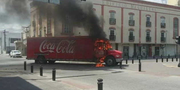 Incendian camión tras decomiso de taxis en Tamaulipas