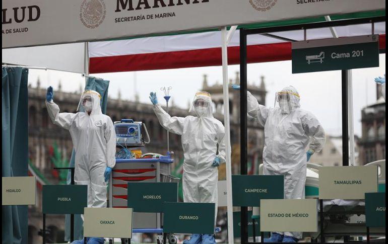 En medio de homenajes al personal médico, el desfile transcurrió en medio de una silenciosa atmósfera. EFE/S. Gutiérrez