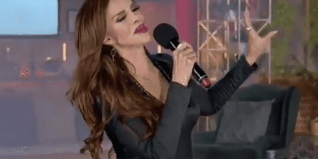 A Lucía Méndez le falla el playback