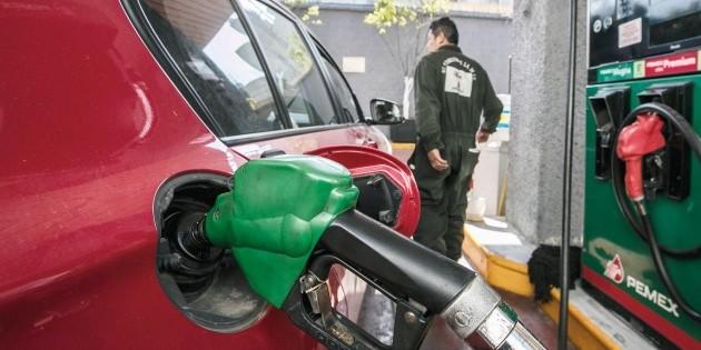 Venta de gasolina Magna cae y sube Premium, pero no compensa pérdidas