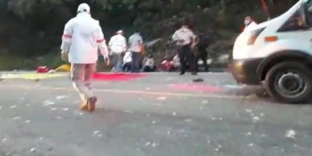 Choque de autobús en Chiapas deja 13 muertos