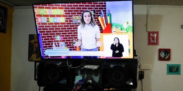Juez ordena dar televisión a niña para tomar clases en SLP