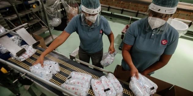 En Jalisco, las mujeres laboran 5.6 horas más que los hombres