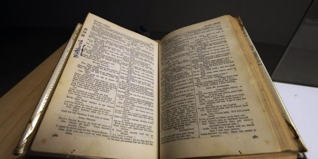 Subastan un libro de 1623 con obras de Shakespeare en casi 10 MDD