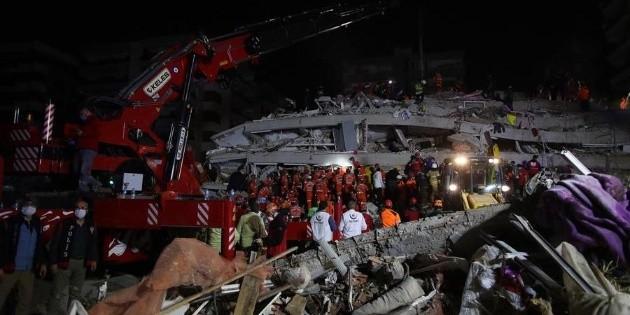 Aumentan a 20 los muertos tras terremoto en Turquía y Grecia