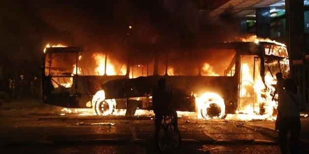 Guatemala: queman autobús frente al Palacio Nacional - EL INFORMADOR