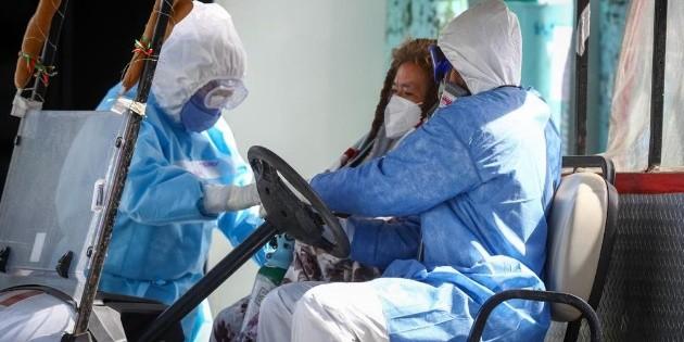 Hospitalizan a doctora por reacciones adversas a vacuna contra COVID-19