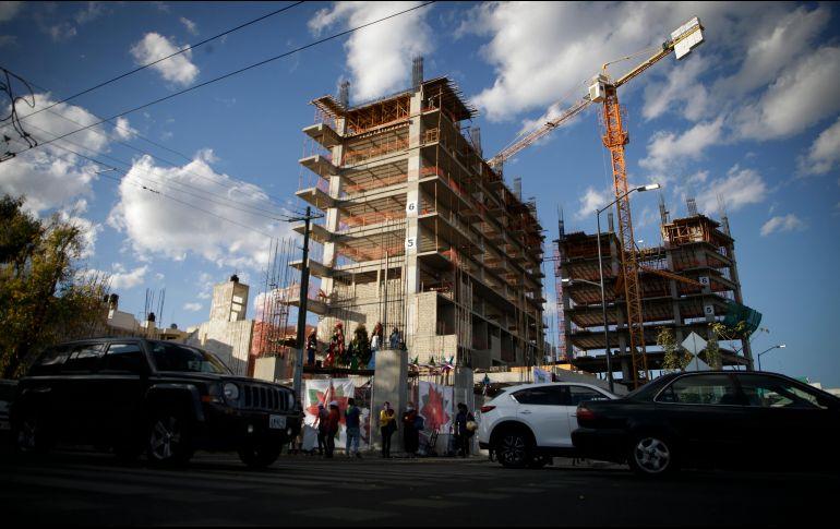 Las constructoras quieren que el gobierno ayude acelerando permisos, y que la banca apoye con créditos. EL INFORMADOR/F. Atilano