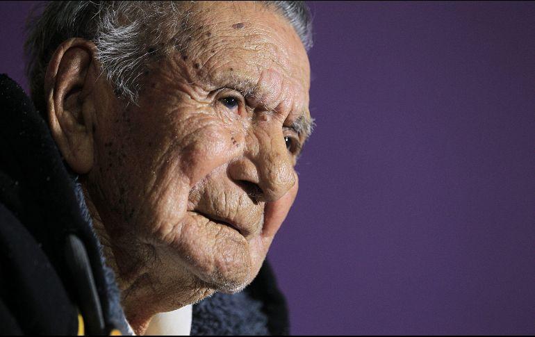 Residente en Ciudad de Juárez, don Manuel da algunos consejos para vivir muchos años: trabajo duro y llevar una vida sin vicios. EFE / L. Torres