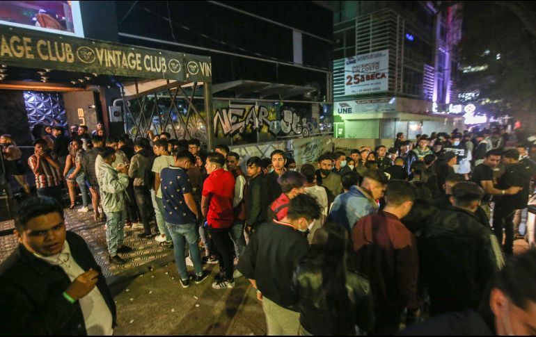 On Chapultepec Avenue, hundreds of young people took advantage of the relaxation of restrictions to try to enter bars such as Vintage Club.  THE INFORMER / G.  Rooster