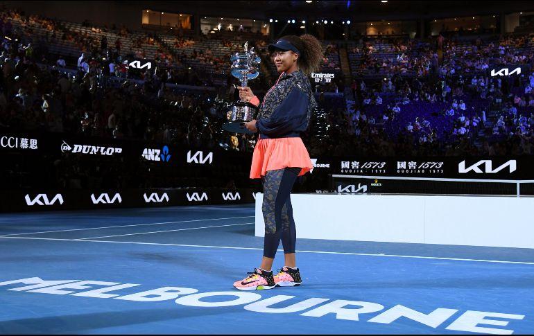 La japonesa posa con su trofeo del torneo. AP / A. Brownbill