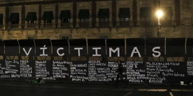 Convierten cerco en Palacio Nacional en memorial a víctimas de feminicidio