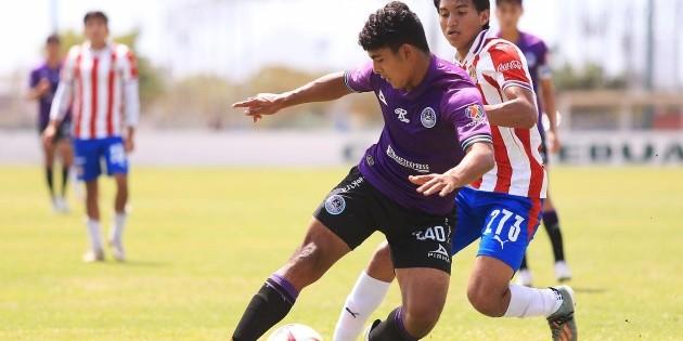 Chivas genera dudas rumbo al Clásico Nacional