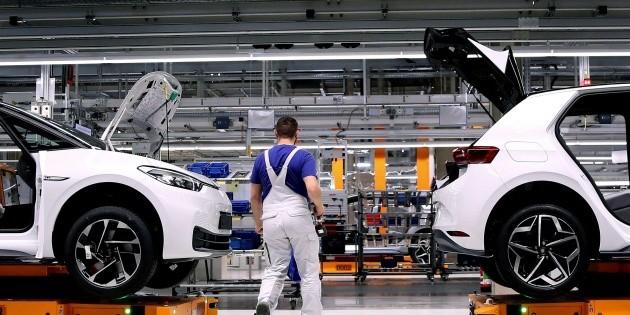 Volkswagen anuncia plan de recorte de empleos