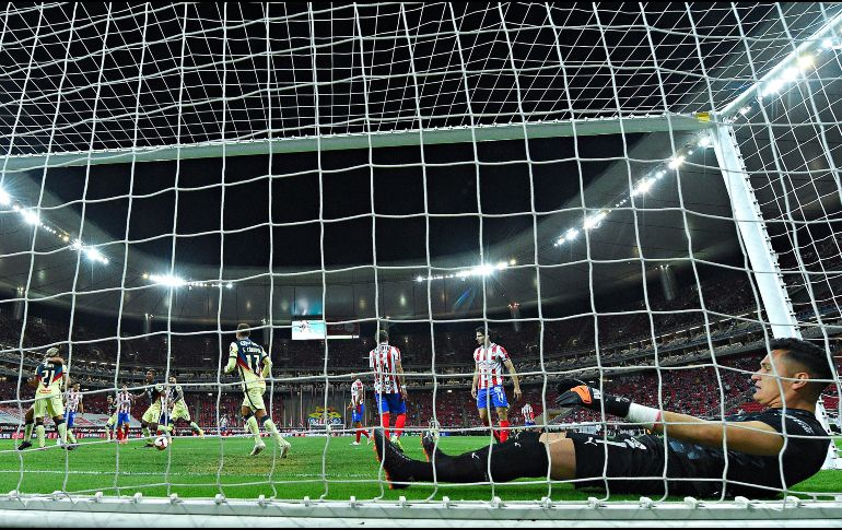 La derrota ante América en el Clásico Nacional ha calado hondo en Chivas. Imago7