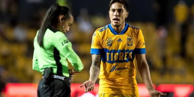 Carlos Salcedo llama