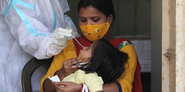 COVID-19: Nueva Delhi y Mumbai, en cuarentena tras superar los 200 mil casos diarios