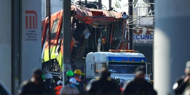 Retiran parte del tren que cayó tras colapso en Línea 12 del Metro CDMX