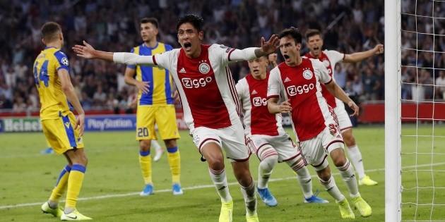 Ajax funde trofeo de liga para repartirlo entre aficionados