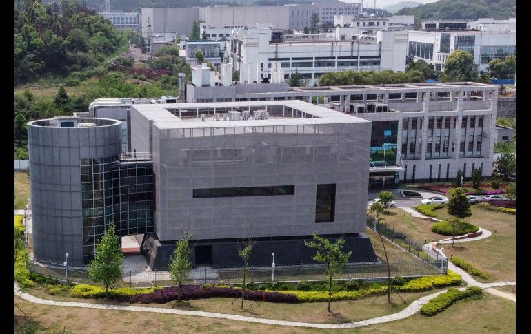 La teoría de que surgió en un laboratorio de Wuhan, China, resurgió en los últimos días. AFP/ARCHIVO