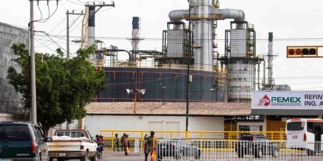 """Critican adquisición de """"sucia"""" refinería"""