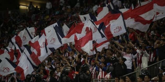 Chivas promociona su nueva serie en redes y afición expresa su molestia