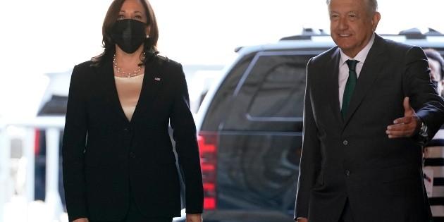 Kamala Harris bromea con AMLO acerca de vender avión presidencial a ricos
