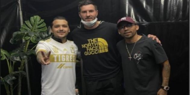 Jugadores de Tigres acuden al concierto de Christian Nodal y se toman foto