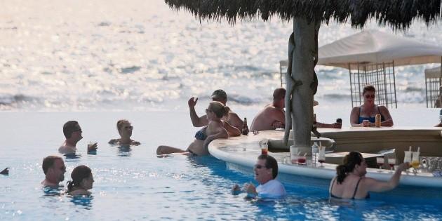 Esperan más turistas extranjeros en verano