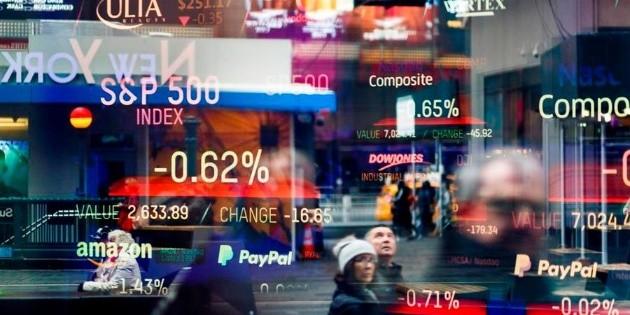 Wall Street cierra mixto tras conocerse datos de empleo negativos