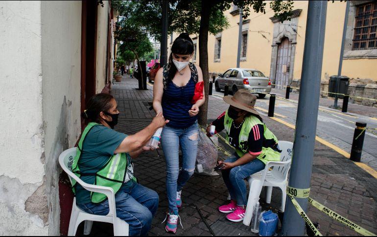 En Guadalajara se instalaron hoy 16 filtros sanitarios en el Centro Histórico para disminuir los contagios de COVID-19. En Jalisco no se han anunciado todavía nuevas medidas por el cambio en el semáforo de riesgo. EL INFORMADOR/G. Gallo