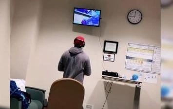 Viral: Futuro padre decide jugar Xbox en el hospital mientras nace su hijo  | El Informador