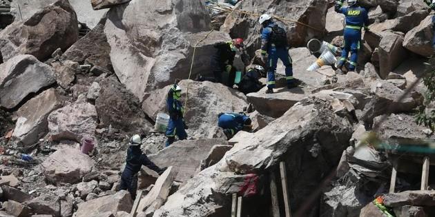 Dan primeros apoyos a damnificados por derrumbe del Chiquihuite