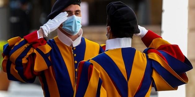 El Vaticano no pagará a empleados que no presenten pase sanitario