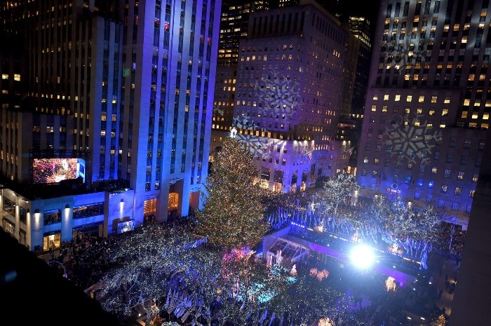85th Rockefeller Center Christmas Tree Lighting Ceremony - NEW YORK, NY - NOVEMBER 29: A view of Rockefeller Plaza during the 85th Rockefeller Center Christmas Tree Lighting Ceremony at Rockefeller Center on November 29, 2017 in New York City.   Michael Loccisano/Getty Images/AFP== FOR NEWSPAPERS, INTERNET, TELCOS & TELEVISION USE ONLY == US-85TH-ROCKEFELLER-CENTER-CHRISTMAS-TREE-LIGHTING-CEREMONY - == FOR NEWSPAPERS, INTERNET, TELCOS & TELEVISION USE ONLY ==