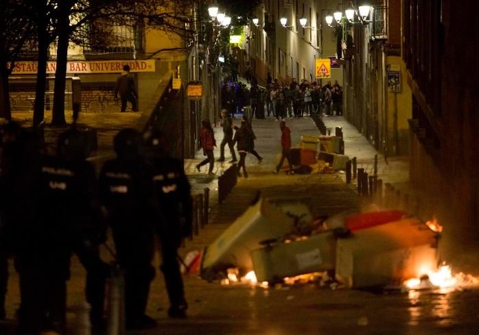 Disturbios en Madrid por muerte de vendedor ambulante perseguido por Policía
