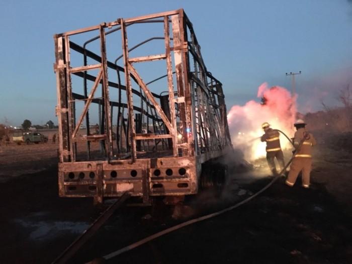 Toma clandestina provoca incendio en ducto de Pemex