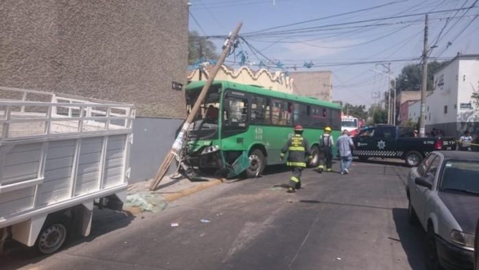 Aparatoso choque arroja saldo de 13 lesionados en Guadalajara